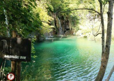 Plitvice ébredezik, már megjelentek a friss zöld színek